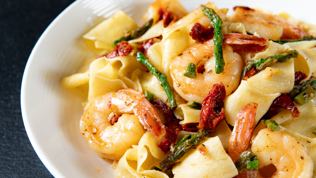 Sun Dried Tomato Shrimp and Asparagus Pasta