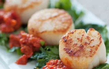 Seared Sea Scallops with Sun Dried Tomato-Bell Pepper Relish